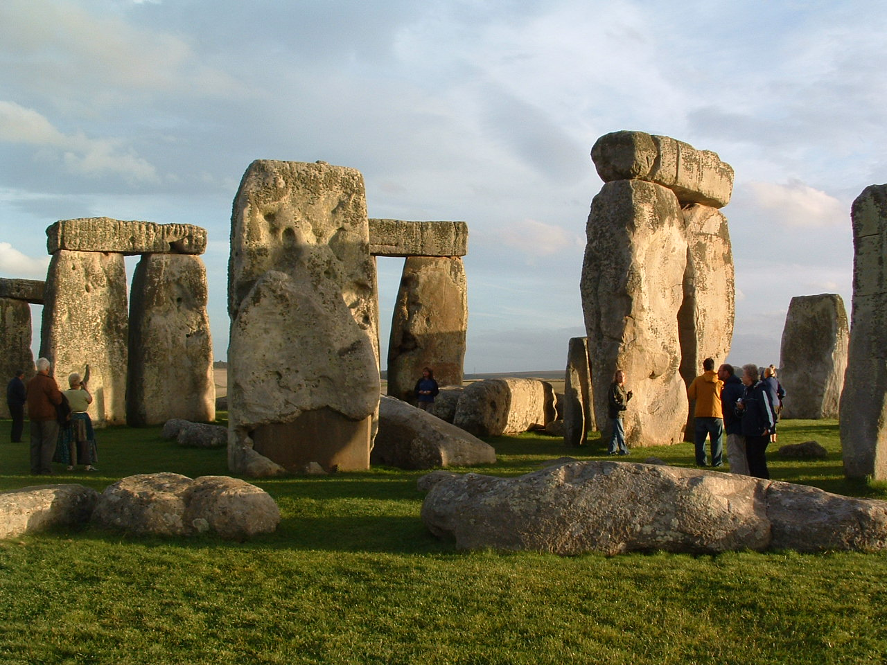An overview of the stonehenge and the people behind it
