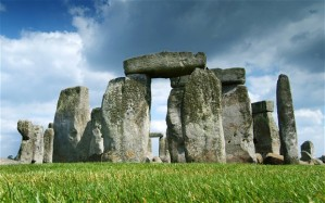 A 360 degree cinema is being developed so visitors to Stonehenge can experience standing inside the ancient circle.