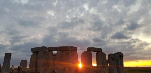 Stonehenge sunrise access tour